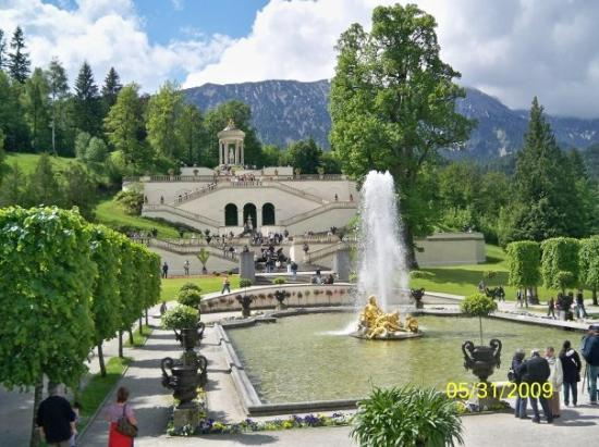 linderhof-fountain-and