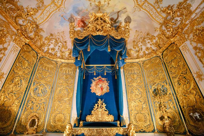 linderhof-palace-bedchamber-bavaria-vertical-60850571